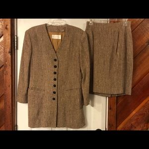 Chic Dana Bachman 2 pc tweed suit sz 8